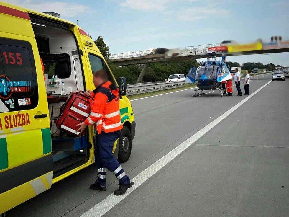 Tragická nehoda dodávky na dálnici D2 u Podivína na Břeclavsku.