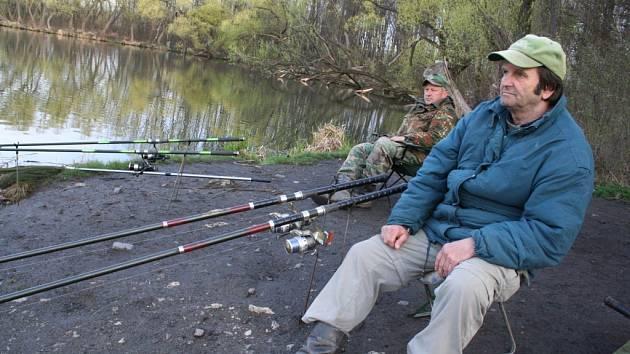 Na břeclavském rybníku Včelín lovili rybáři