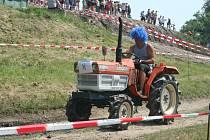 Jako recesi pojal Podivínský mazec také závodník s parukou, který na akci přijel z okresu Brno–venkov.