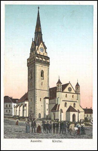 Před 57lety zbourali vHustopečích přes protesty lidí původní kostel z13. století (na snímku zroku 1909).