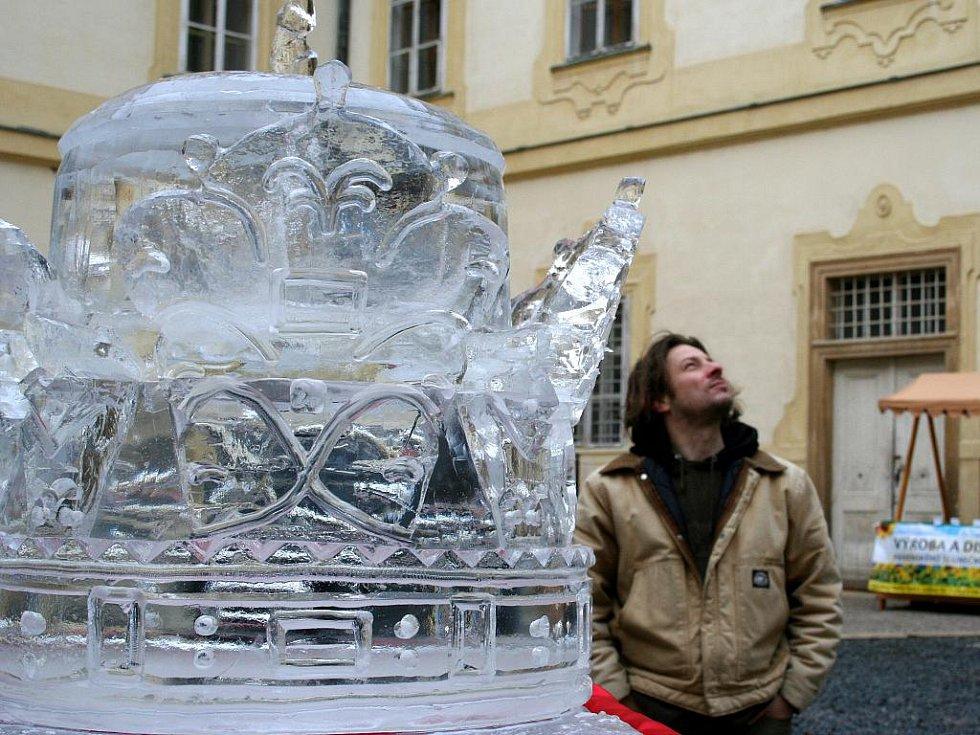 Ledová koruna patřila k hlavním lákadlům vánočních slavností.
