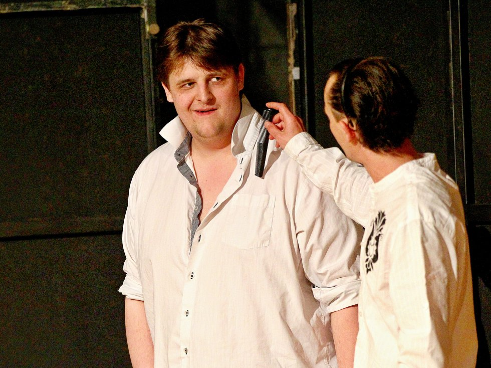 Břeclavský divadelní soubor Břetislav má za sebou premiéru hry Romeo a Julie. Zasadili ji do prostředí Hlohovce ve dvacátém století.