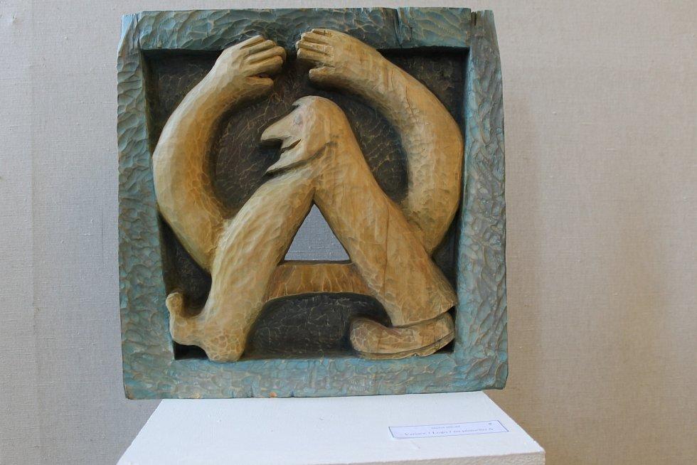 Martina Klaková a Michal Mikulič z hustopečské skupiny výtvarníků Alfons vystavují svá díla v břeclavské Galerii 99.