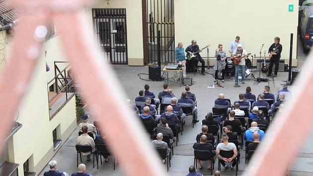 Koncert ve věznici.