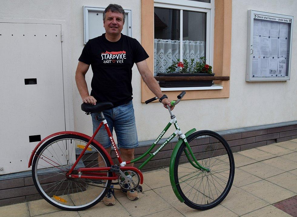Starosta Starovic Antonín Kadlec a jeho obecní kolo.