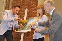 Kmotrem nového kalendáře břeclavského malíře Antonína Vojtka se stal jeho jmenovec Roman Vojtek. Program v synagoze byl pestrý, dorazila celá řada osobností. Došlo i na křest Vojtkovy nové knihy a autogramiádu.