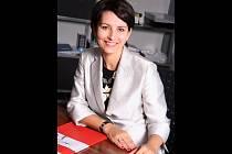 Výkonnou ředitelkou a současně spolumajitelkou břeclavské společnosti Alcaplast je Radka Prokopová.