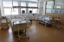 Břeclavská nemocnice má nová lůžka pro jednotku intenzivní péče.