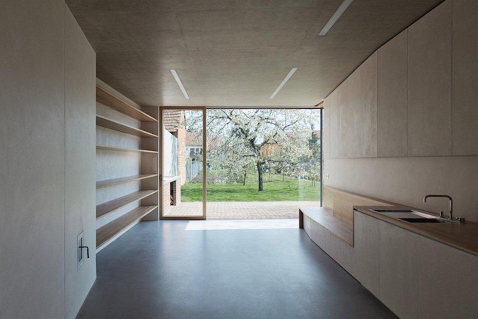 Dům v cihlové zahradě z Prušánek na Hodonínsku se dostal do finále soutěže Česká cena za architekturu 2017.