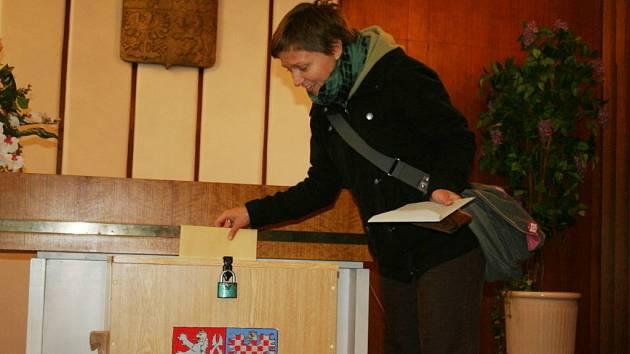 Volby se v Podivíně odehrávaly ve dvou patrech tamního úřadu.