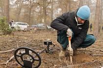 V Bořím lese začalo čištění padesáti hektarů zamořených válečnou municí.