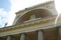 Apollonův chrám se po tříleté opravě otevřel veřejnosti. O prohlídku je velký zájem, nabízí totiž výhled do Lednicko–valtického areálu.
