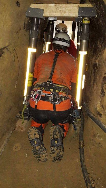 Hasiči při zásahu ve studně ve Velkých Pavlovicíchfoto: Jihomoravští hasiči