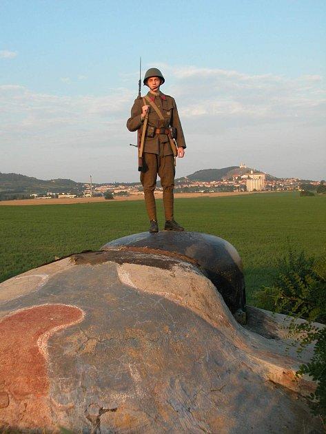 Pěchotní srub MJ-S29 Svah uMikulova. Jedná se ojedinou dokončenou pevnost vúseku Mikulov zroku 1938, která později sloužila armádě až do roku 1999.