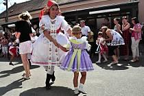 Hody v Hustopečích budou po loňské premiéře opět v srpnovém termínu, k svátku svatého Rocha. Hodové veselí ovládne ulice města od pátku sedmnáctého do neděle devatenáctého srpna.