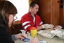 Zájemci o zjištění stavu cholesterolu se mohli nechat v pondělí vyšetřit na parkovišti břeclavské obchodní zóny.