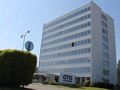 Někdejší administrativní budova břeclavské společnosti Otis poslouží novému účelu. Vzniknou v ní desítky bytů.