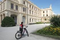 K vycházce po stopách filmařů zve například zámecký park a zahrady  v Lednici.