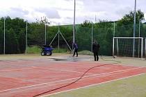 Morkůvecké sportovní hřiště dostává nový povrch.