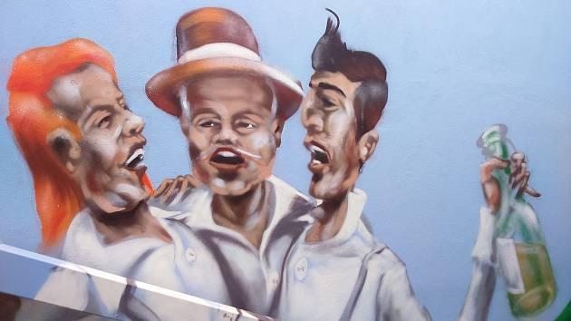 Podchod na nádraží v Podivíně vymalovali umělečtí sprejeři ze spolku Barvou proti šedi.