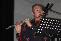Hlavním nástrojem Bohumila Kutnohorského je příčná flétna.