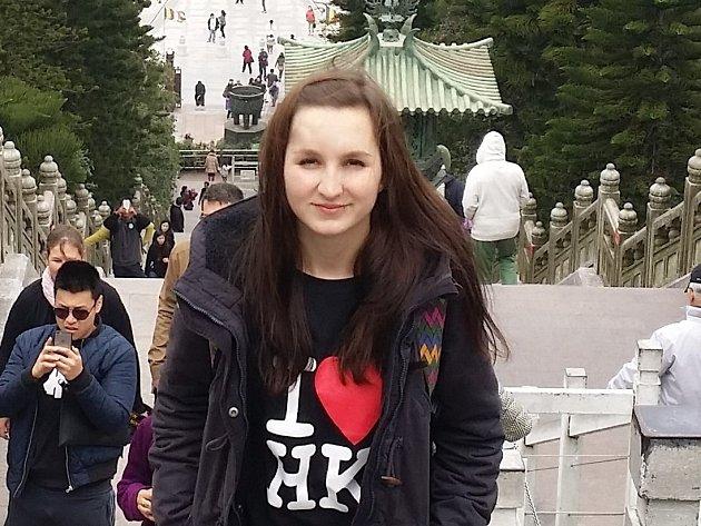 Studentka Simona Richterová se vydala poznávat Čínu. Nejdříve navštívila Peking a později zamířila do Hongkongu.