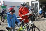 Stovky cyklistů vyrazily v sobotu od břeclavského zimního stadionu na trasy Lichtenštejnských stezek.