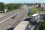 Srážka s autem silničářů na D2 u Lanžhota. Řidič na místě zemřel.