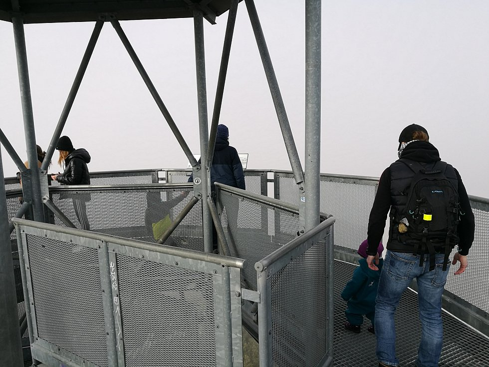Třetí nejlidnatější kraj v republice je ten Jihomoravský. Na snímku rozhledna Chocholík, na kterou míří skupinky, jednotlivci nebo i rodiny s dětmi.