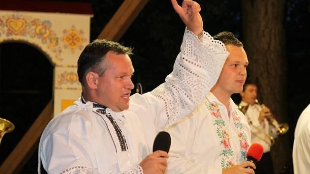 Folkloristé zaplnili Tvrdonice. Odstartoval tam třídenní národopisný festival Podluží v písni a tanci. Už po devětapadesáté.