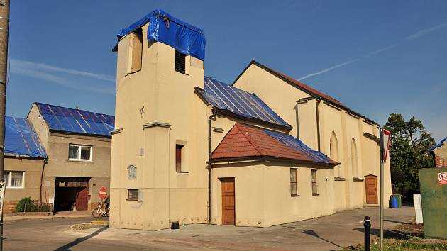 Škody se hromadí. Pryč je kostel i hospoda.