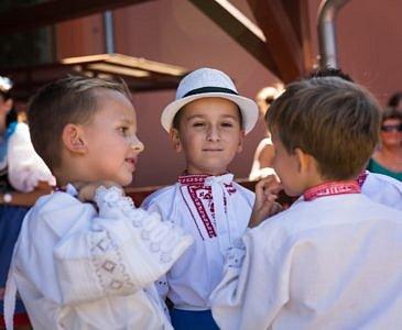 Školčata zahájí hody průvodem krojovaných dětí