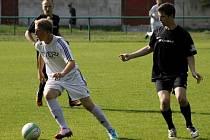 Fotbalisté Mikulova a Bořetic v Sedleci bojovali nejen proti sobě, ale i s velkým vedrem.