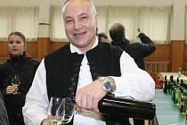 Mezi zhruba sto padesáti vzorky bílých, červených i růžových mladých vín si mohli vybírat návštěvníci Štěpánského koštu v Boleradicích. Štěpánové měli na akci vstup zdarma.
