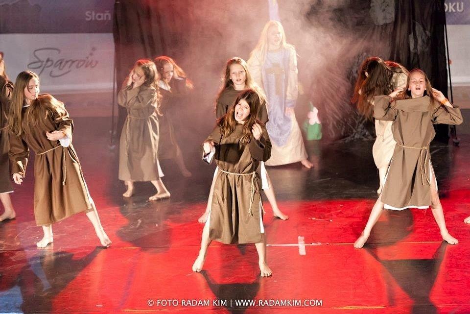 Mladé tanečnice z taneční skupiny E.M. Dancers z Břeclavi zabodovaly v Bratislavě na mezinárodní taneční soutěži Pohyb bez bariér. Přivezly si tři medaile.
