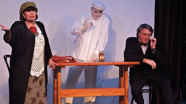 Představením nazvaným Někdo to rád v kině začal v sobotu 14. července v Hustopečích druhý ročník divadelního festivalu Pod širým nebem.