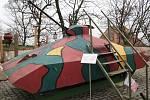 Hrušecký tank na nádvoří zámku v Mikulově v roce 2009 během happeningu u příležitosti 20. výročí pádu železné opony