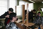 Soutěž mladých kadeřníků na břeclavském učilišti, kde o nejlepší střihy a účesy zápolili žáci kadeřnických škol z Břeclavi, Hodonína a Znojma.