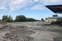 Parkoviště až pro dvě stovky aut má odlehčit přeplněnému centru Mikulova. Vnikne na místě bývalého areálu společnosti Bors. Město jej koupilo na začátku roku za pětadvacet milionů korun.