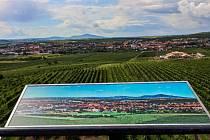 Snímky krajiny na rozhledně Slunečná ve Velkých Pavlovicích.