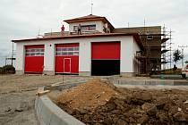 Ve Staré Břeclavi vyrůstá nová hasičská zbrojnice.