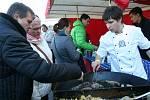 Valtické náměstí ovládly první březnový víkend Slavnosti moravského uzeného. Ve Valticích mají premiéru.