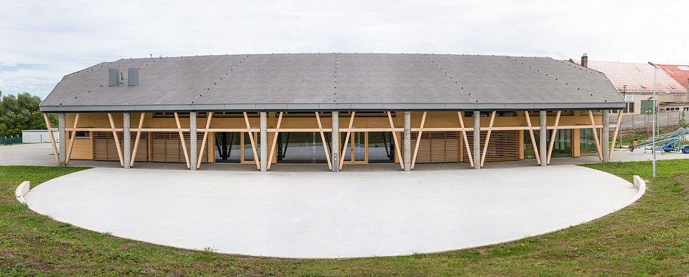 Nový kulturní dům v Drnholci.
