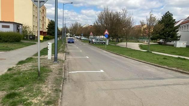 Nová parkovací místa v ulici Hraničářů nakonec zmizí.