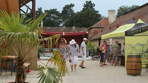 První Vinařská pláž na dvoře valtického zámku.
