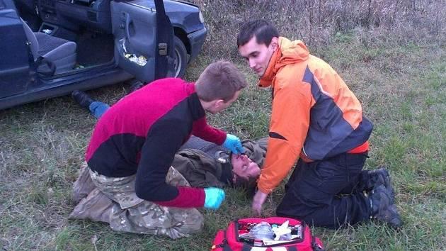 Členové dobrovolných záchranářů při pátrání po nezvěstných osobách cvičně zasahovali u dopravní nehody. Mezi nimi i třiadvacetiletý Lukáš Klučka.