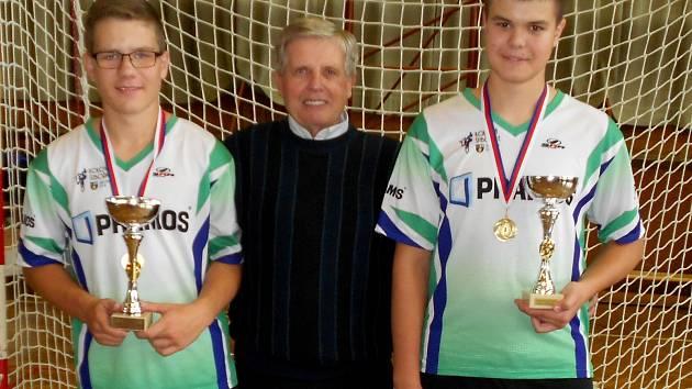 Šitbořičtí kolisté Martin Drabálek a Štěpán Urbánek s Jindřichem Pospíšilem.