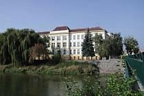 Břeclavská Obchodní akademie slaví sto let od svého založení.