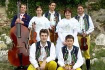 Muzikanti z velkobílovické cimbálovky se spolu na pódiích objevuje už třináct let. Nejraději hrají posluchačům na přání.