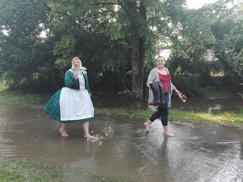 Břeclavskem se v neděli v podvečer přehnala bouřka. Vydatný déšť s kroupami zasáhl i Tvrdonice, kde zrovna vrcholily národopisné slavnosti.